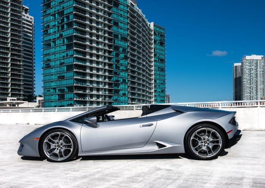 Cheap Lamborghini Huracan Spyder for rent