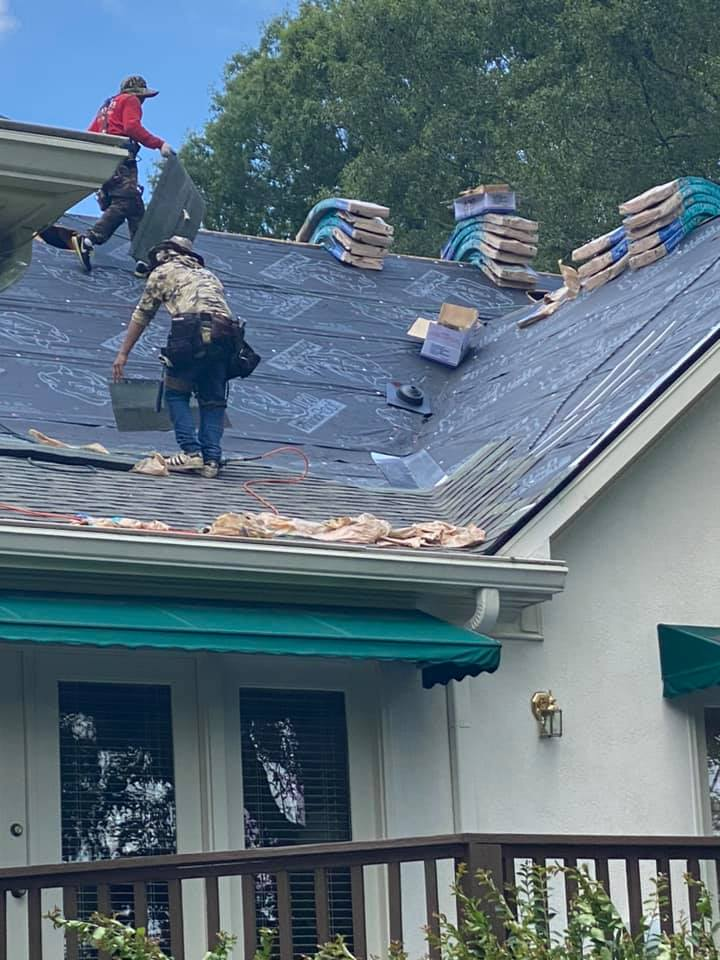 underlay complete with new roofing materials being installed on Watkinsville home