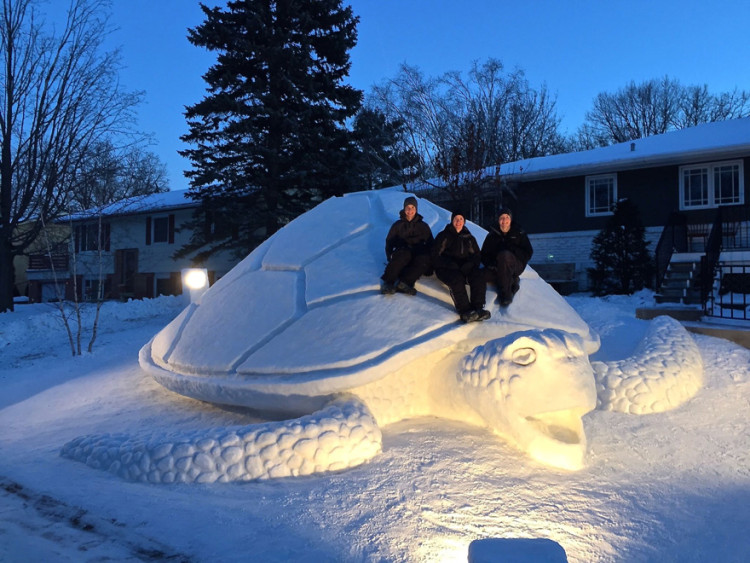 3 Brothers Create INCREDIBLE Giant Snow Sculptures In The Front Yard Every Year