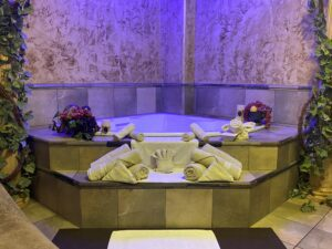 Couples Treatment Room with Tub