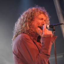 Robert Plant. Image by Ella Mullins, Wikimedia Commons.