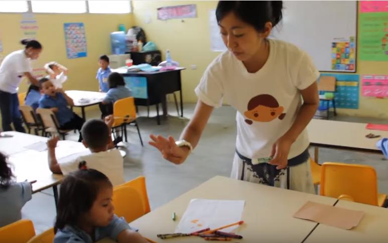 Volunteer_teaching_abroad_in_Honduras_Central_America-volunteer work