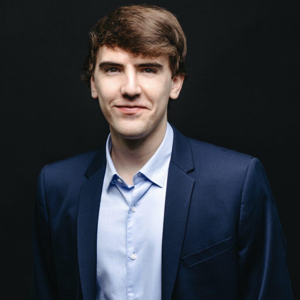 Portrait de Benjamin Schmalenberg, membre de la Firme-école en service-conseil des affaires