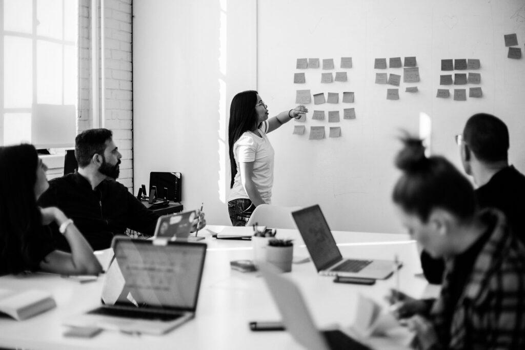 travail d'équipe sur un mandat de la firme-école en service-conseil des affaires