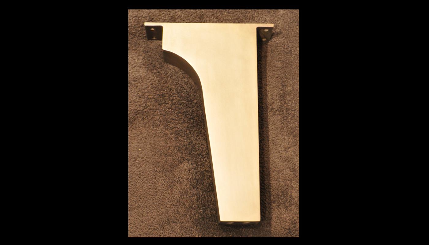 Fat-Boomerang Leg in Bronze