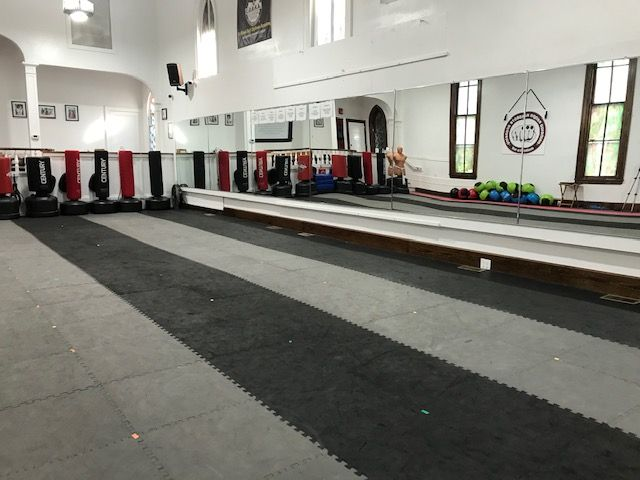 Dojo floor mirror side