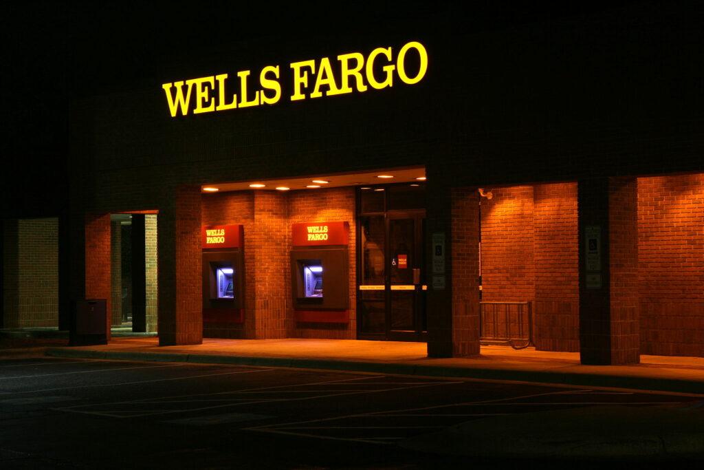 2011-11-22_wells_fargo_atms_lit_at_night