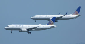 Image: United Airlines Airbus A320 and Boeing 737-800 on final approach at San Francisco