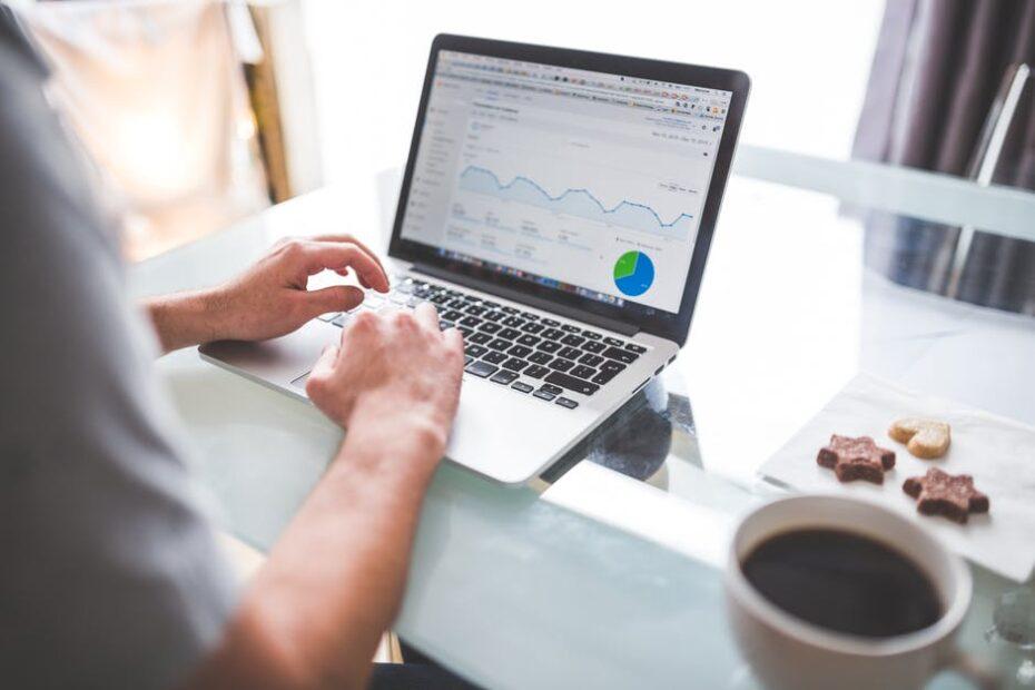 analyst doing data analytics on a macbook