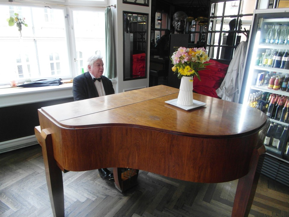 Prague Cafes : Grand Cafe Orient Live Piano Music