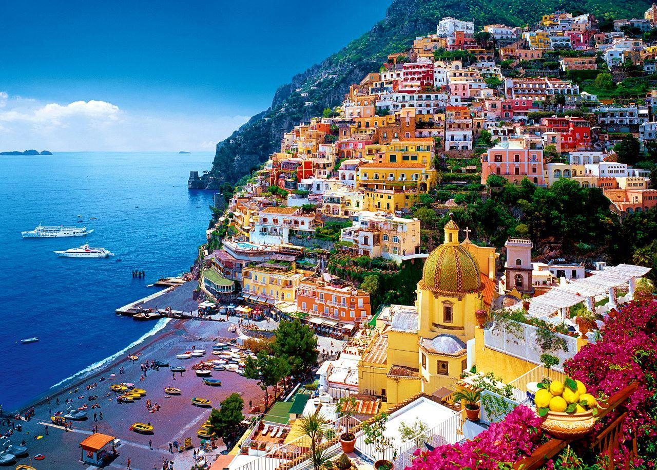 Travel destinations of a lifetime: Napoli and the Amalfi Coast (photo www.hotelroomsearch.net)