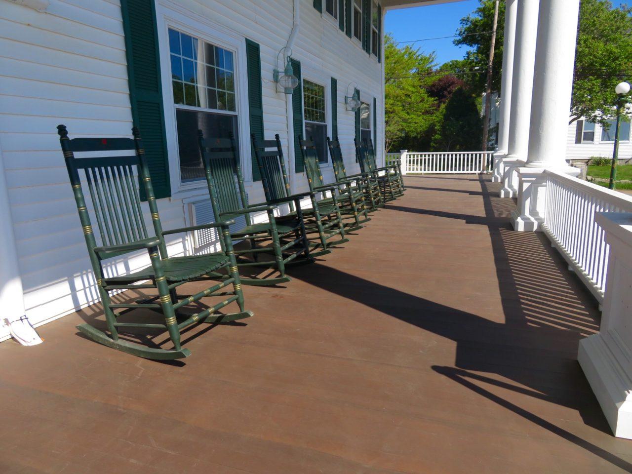 Emerson Inn by the Sea : Rocking Porch