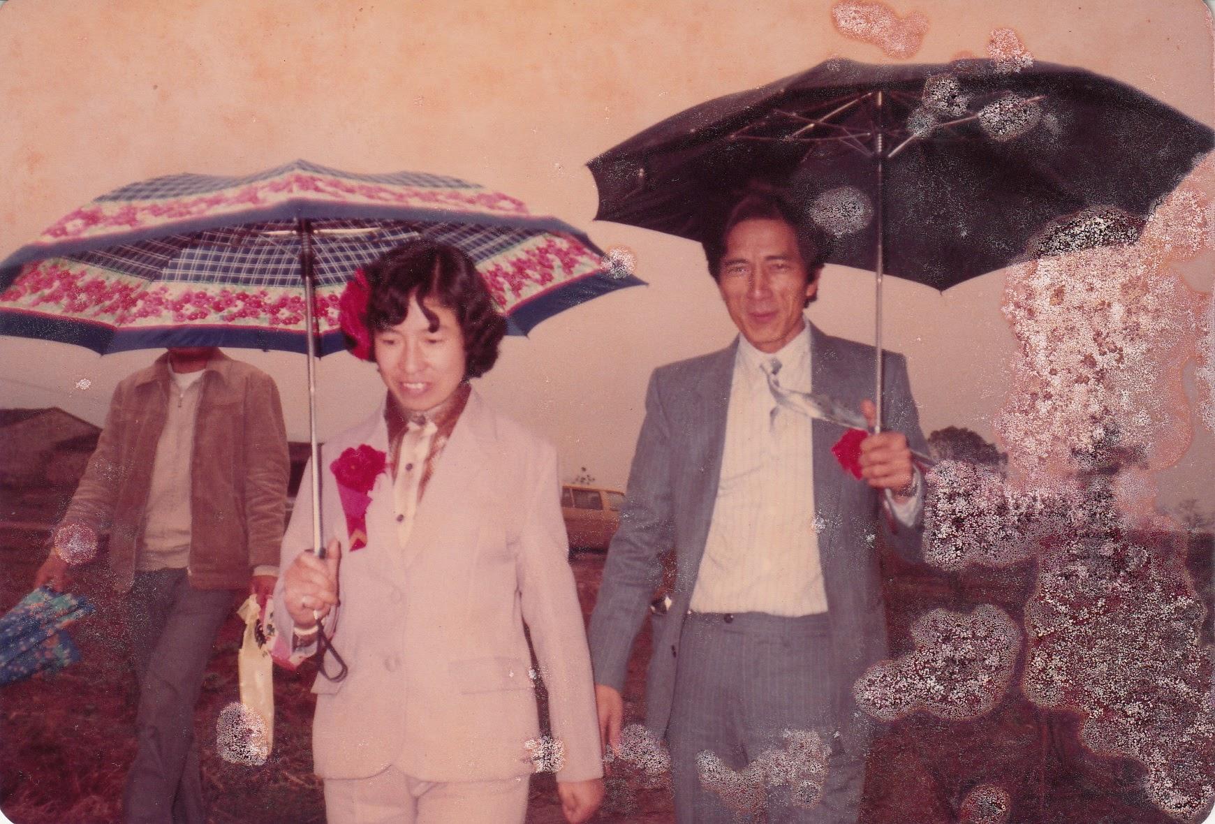 6 mom dad wedding walk