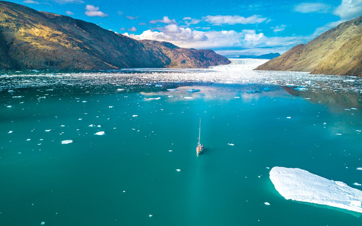 sailing-greenland-najad-415p-drone-view-credit-Sindre-Kolbjørnsgard