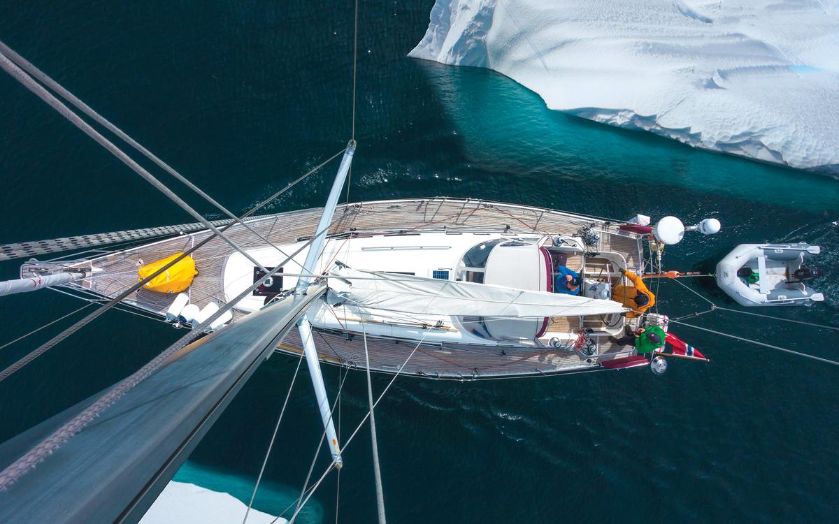 sailing-greenland-najad-415p-mast-view-credit-Sindre-Kolbjørnsgard