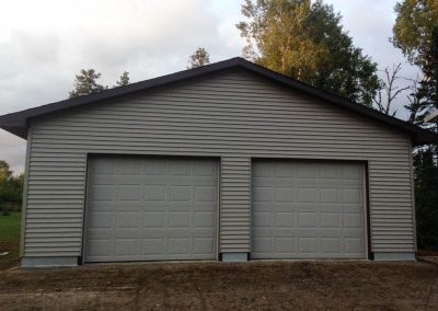 Upgrades Shown: 1 Course of Block - 10′ Wall - 9′ x 8′ Garage Doors - Aluminum Soffit and Fascia - Vinyl Siding