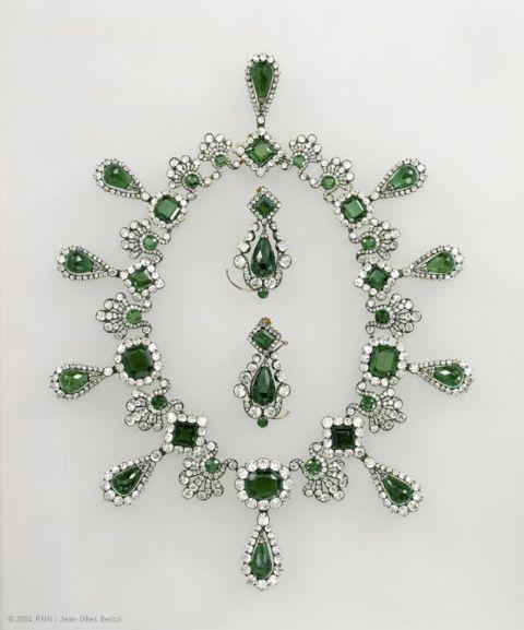 gallery-1430158451-louvre-collier-boucles-d039oreilles-l039imperatrice