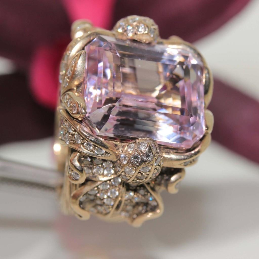18k gold Pink Kunzite & VS Diamond Ring