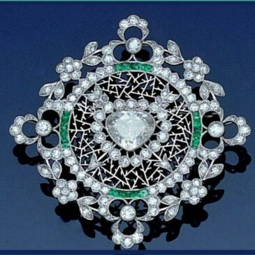 A Gorgeous Belle époque Diamond and Emerald Brooch, circa 1905