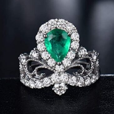 An Exquisite  14K White Gold Natural Green Emerald Diamond Ring