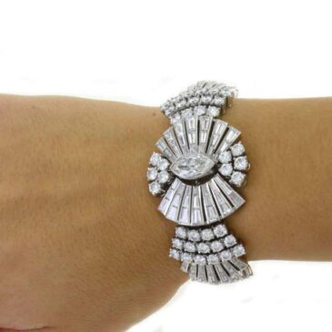 An Exquisite Retro Diamond Platinum Bracelet