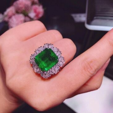 A Gorgeous  9.20ct  Colombian Emerald and Diamond Ring 18K White Gold