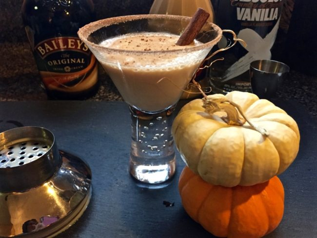 pumpkin-pie-spice-vanilla-vodka-martini-1