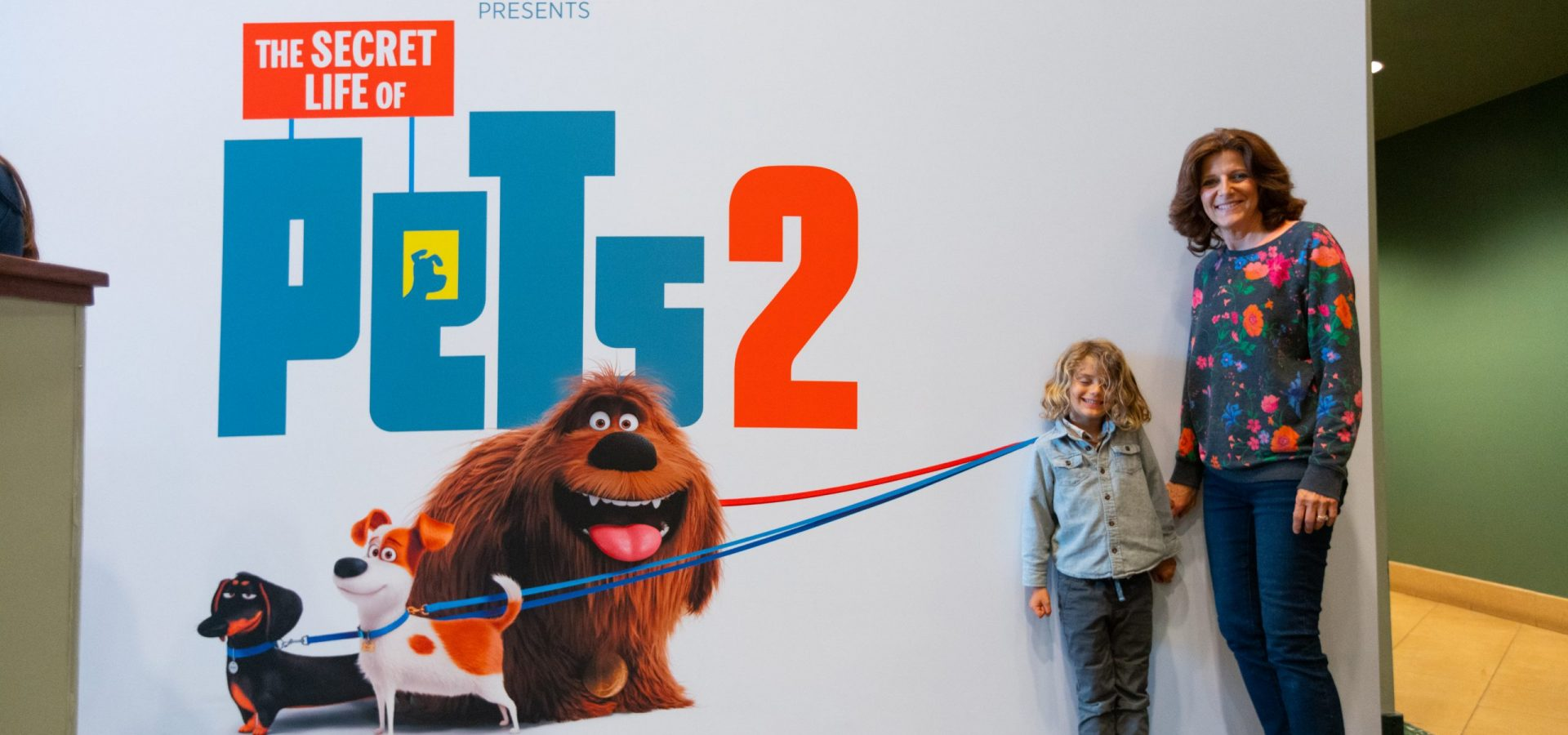 secret life of pets pop up leash photo op