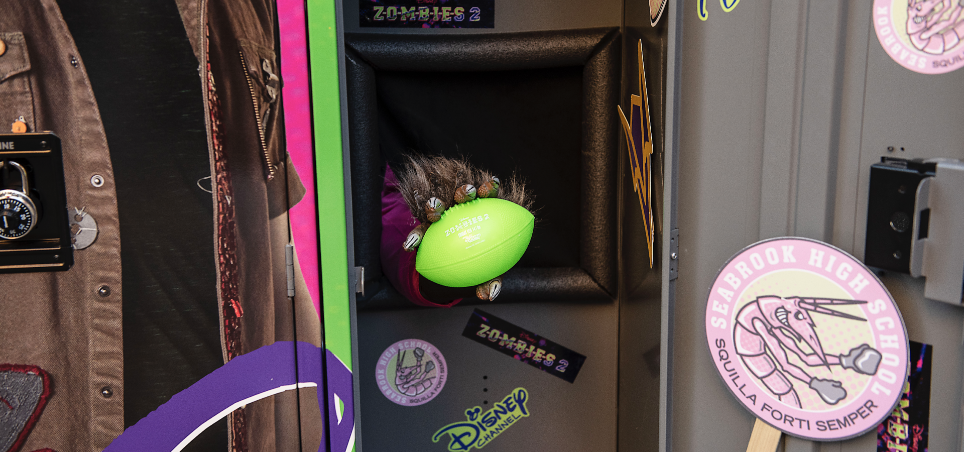 Disney Channel - Surprise Lockers - Experiential Marketing Football Prize