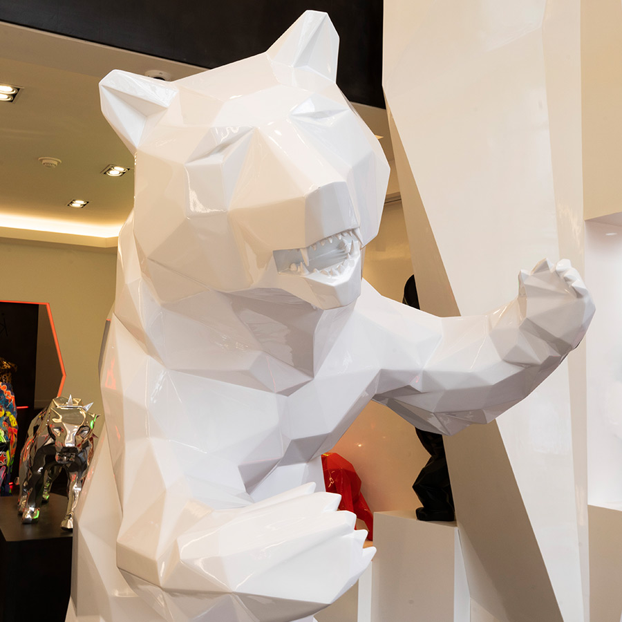shiny-white-standing-bear-richard-orlinski-galeria-apollo