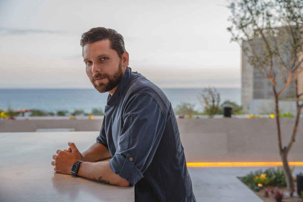 Juan Pablo Dominguez, invita pa comparti su experiencia y su influencia na Aruba