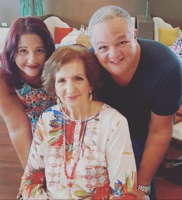 Ronchi hunto cu su ruman Rachelle y su mama Sra Rina De Cuba