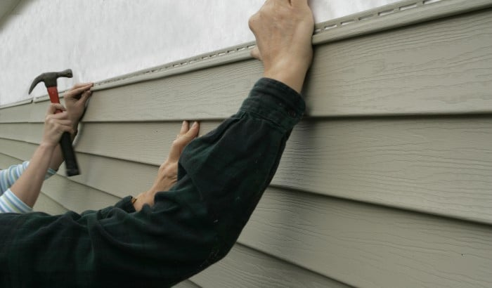 Which is Better: Wood or Vinyl Siding?