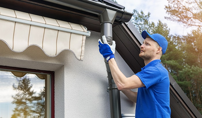 Why Gutter Repairs Should Be Left To The Pros