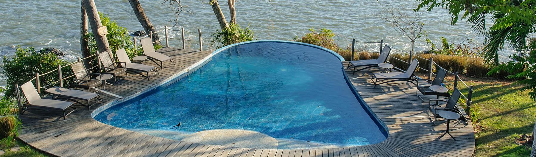 oceanside Panamanian pool