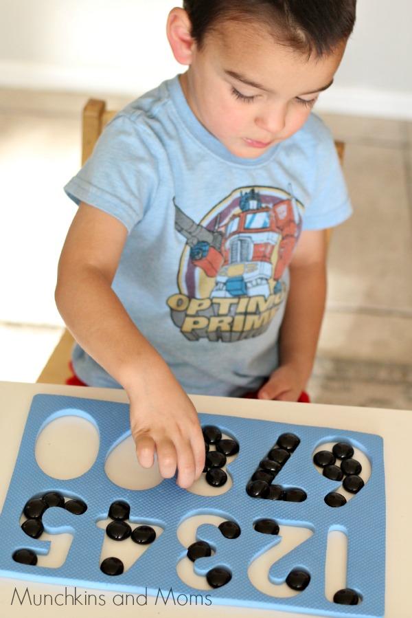 10 black dots- A great hands on preschool math activity