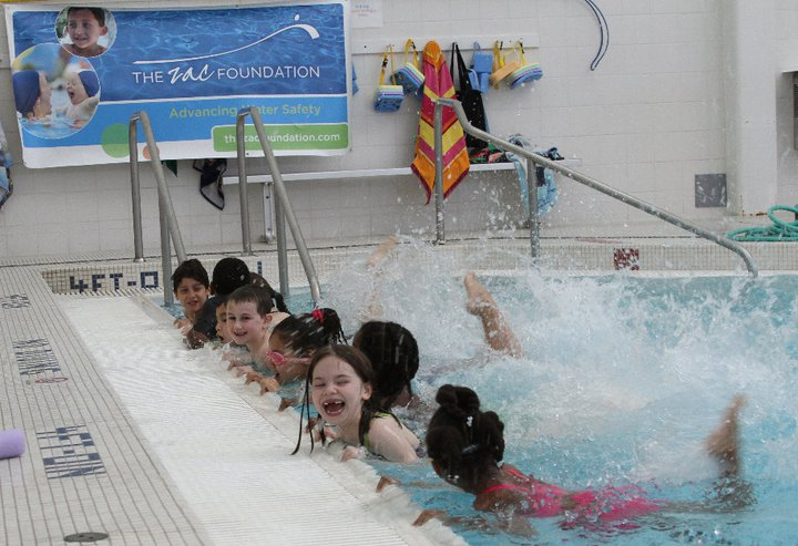 PHOTO-ZAC-Camp-Greenwich-In-pool-lessons