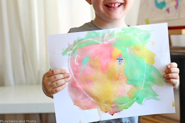 Preschool fall art project- Crayon resist apple painting. LOVE the apple label added right on the painting!