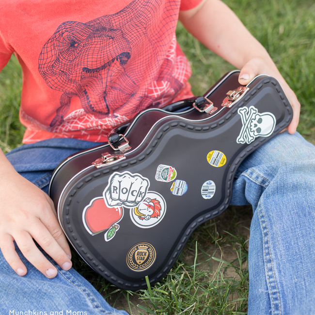 Send your kids back to school in style with this rockin' guitar lunch box!