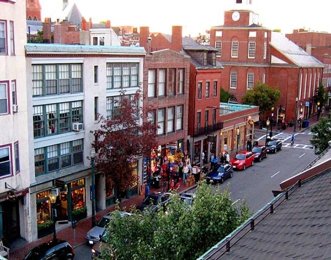 Explore Living in Beacon Hill