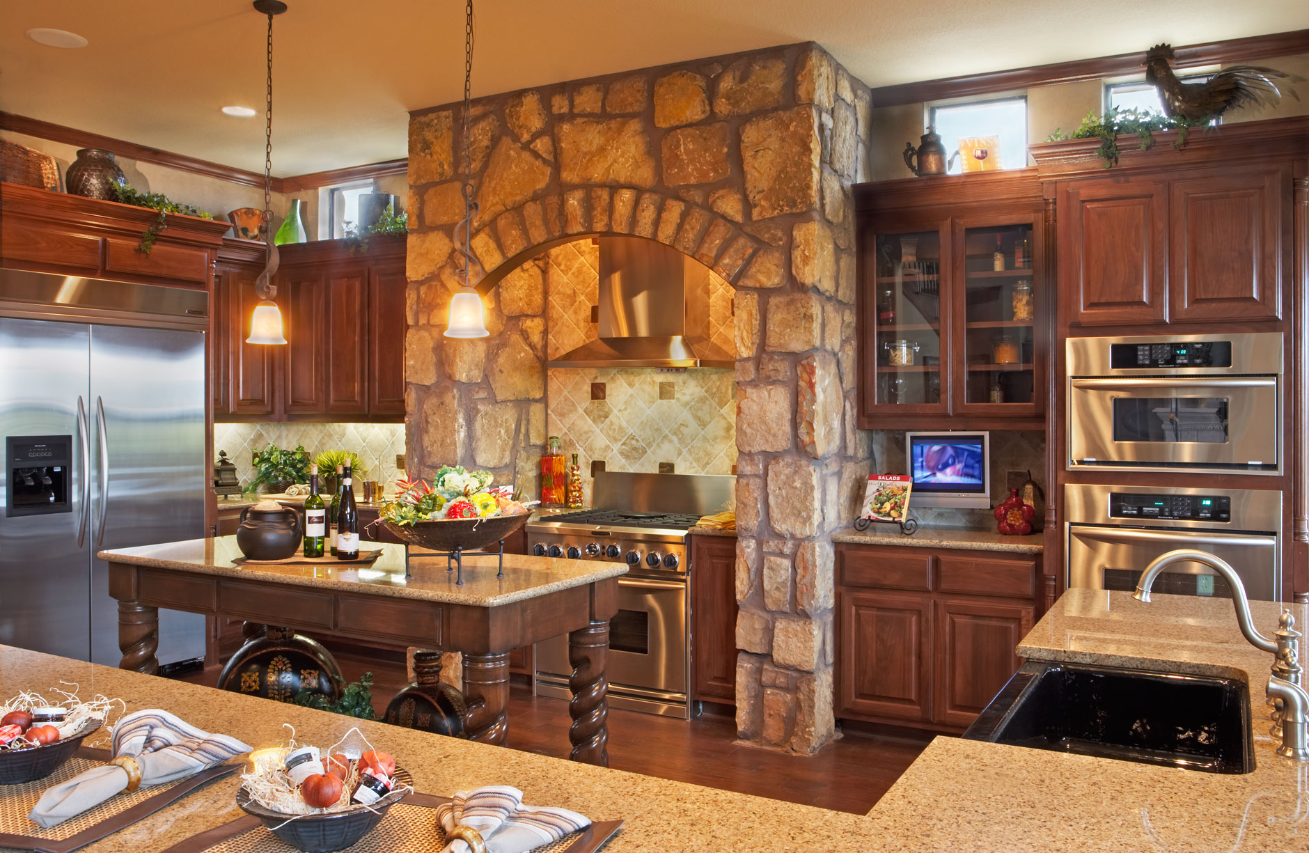 Kitchen cabinet 2 is shown with C101 - OE1, IE1, RP1 cabinet doors in Cherry, Select