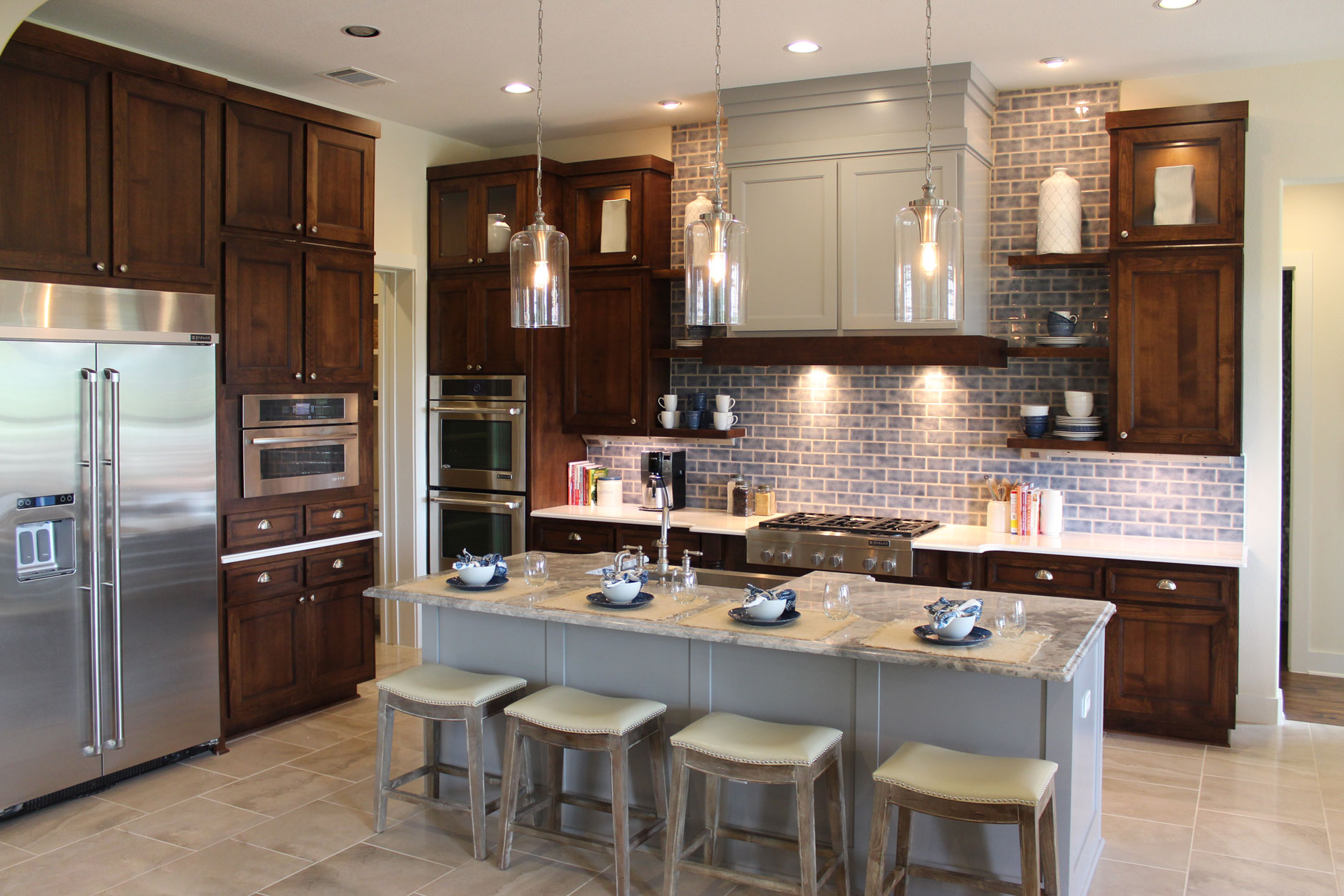 Kitchen cabinets with mitered cabinet doors M101 – MW6, FP1/4, cabinet doors in Beech, Select and Maple, Paint Grade