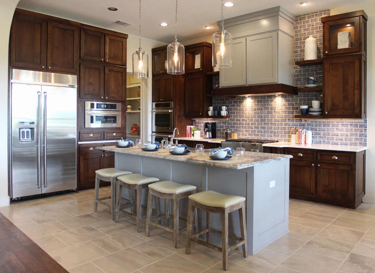 Using 2 Diffe Cabinet Colors Or Paint And Stain In The Kitchen