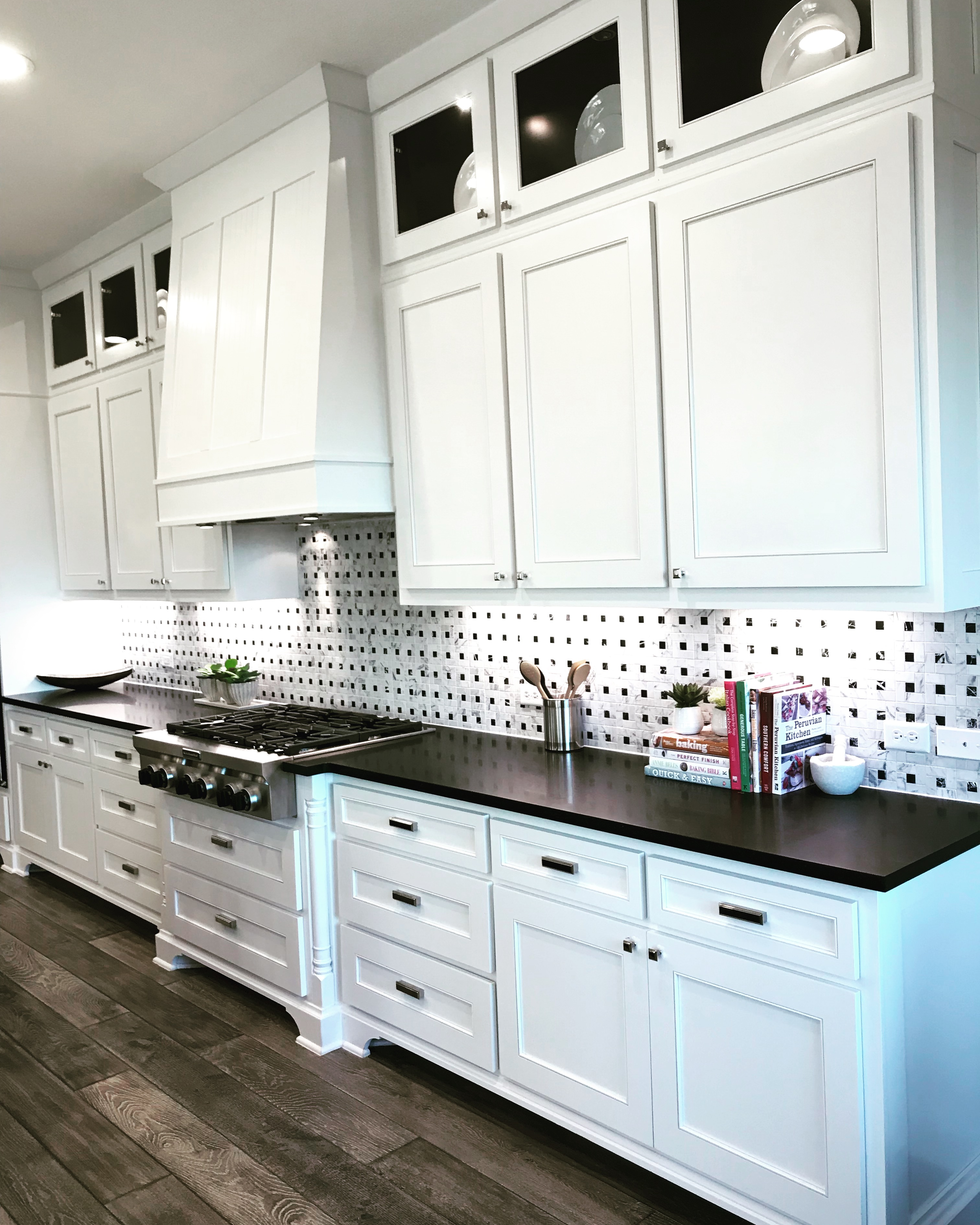 Black and white kitchen with TaylorCrafts MW15 cabinet doors