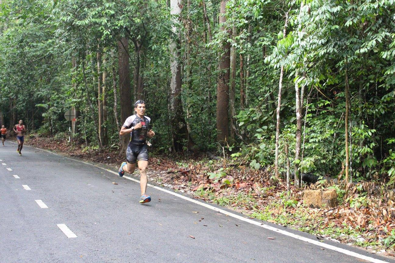 Shahrom Abdullah romps for the finish line of the Double Trouble Xtrail Duathlon. Facebook/Muhd Firdaus Hasnan)