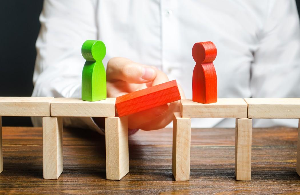 compromise-arbitration-mediator-negotiation-dispute-conflict-reconciliation-mediate-solving-problem_t20_mRbElr