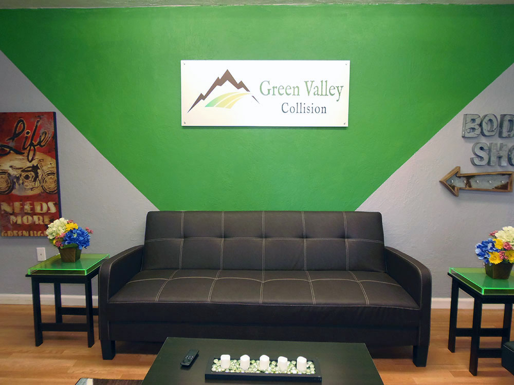 green valley collision lounge