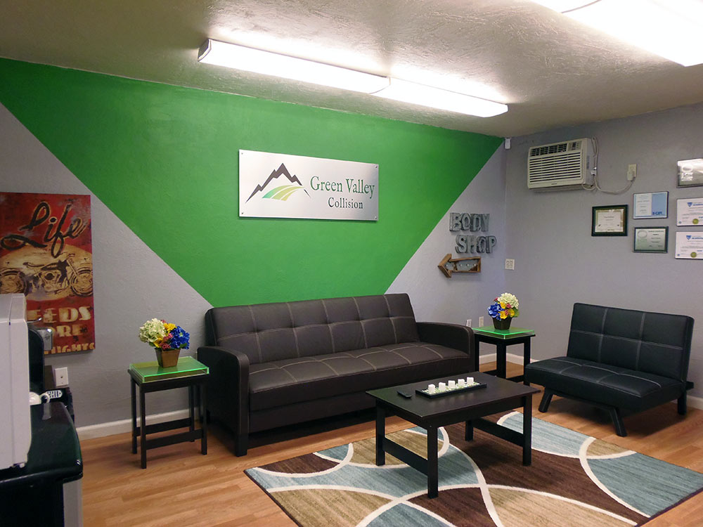 green-valley-collision-lounge2