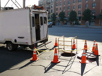 English: A fiber optic splice lab being used t...