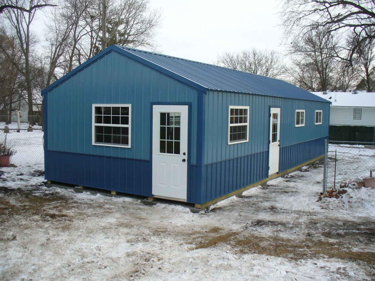 Swede's Portable Garage with Windows